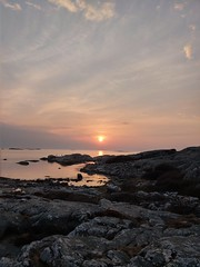(helena.e) Tags: helenae htc htcu12 fotö solnedgång sunset water vatten sol sun älsa husbil rv motorhome ställplats klippor himmel sky hav ocean reflection spegling