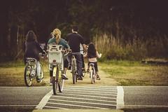Sheldon Lake State Park, Family Ride (Mabry Campbell) Tags: sheldonlakestatepark texas usa bicycles bike family image landscape people photo photograph trail f32 mabrycampbell january 2019 january62019 20190106sheldonlakecampbellh6a0302 200mm ¹⁄₃₂₀sec 100 ef200mmf28liiusm