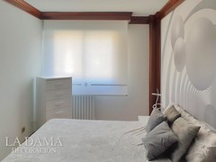 "CORTINA ENROLLABLE BLANCA CON SWAROVSKI EN DORMITORIO MODERNO BLANCO • <a style=""font-size:0.8em;"" href=""http://www.flickr.com/photos/67662386@N08/32086875667/"" target=""_blank"">View on Flickr</a>"