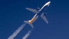 9U864 (kacperlechwar) Tags: plane airplane spotting aircaft airmoldova boeing boeinglovers urcqx b737 b734 rnav rnavspotting sky planespotting