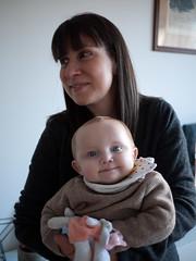 Élise et Pauline (Dahrth) Tags: lumixgf1 lumix20mm microquatretiers port portrait bokeh mom maman mother daughter baby bébé fille mère blueeyes yeuxbleus
