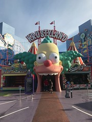 Entering Krustyland ride (daveynin) Tags: amusementpark california hollywood universalstudios simpsons theme thesimpsons clown ride darkride springfield