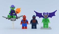 Marvel minifigs #13 : Classic vs 2099 (Alex THELEGOFAN) Tags: lego legography minifigure minifigures minifig minifigurine minifigs minifigurines green goblin marvel super heroes villains gray 2099 classic spider man spiderman