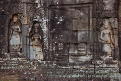 Banteay Kdei – Wall carving (Thomas Mülchi) Tags: banteaykdei angkor siemreap cambodia 2018 siemreapprovince wall decoration stonecarving architecture krongsiemreap kh