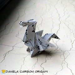"""""""Drago""""  Carta da origami decorata con motivi anni '60, lato 15cm. Modello creato adesso. --------------------------------------------- """"Dragon""""  Kami decorated with '60s pattern, 15cm edge. Model created right now.  #origami #cartapiegata #paperfolding # (Nocciola_) Tags: dragon paperart cartapiegata createdandfolded papiroflexia paperfolding drago originaldesign danielacarboniorigami paper origami"""