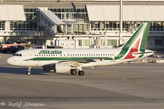 EI-IMV Airbus A319 Alitalia Munich airport EDDM 18.02-19 (rjonsen) Tags: plane airplane aircraft aviation airliner airside golden light hour taxying airport