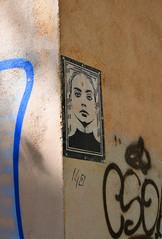 Una donna dal carattere... spigoloso (Maurizio Belisario) Tags: muro wall donna woman murale roma rome spigolo edge nikond5300 nikkor1685