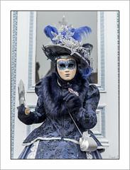 Comme un coin de ciel bleu! (Francis =Photography=) Tags: saverne alsace carnival carnaval 2019 venetiancarnival grandest costumes venise venice canon600d carnavalvenitien fondblanc costume france personnes bordurephoto europa europe 67 chapeau hat hut oiseaux costumées carnavalvénitien extérieur costumés basrhin