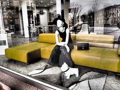 The lady is a tramp (or trump? 🤔) (VauGio) Tags: tonybennet franksinatra theladyisatramp song canzone musica music olympus ep3 zuiko vetrina shop shopwindow torino turin riflettere riflessi reflection reflex walking camminando
