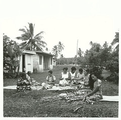Niuean women weaving, 1974