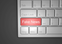 Fake_News-auf-Tastatur (Christoph Scholz) Tags: fake news fakenews fälschung falschmeldung hetze rechte internet gruppen chat manipulation täuschung soziale medien trump donald