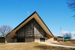 St. Matthias Catholic Parish, Milwaukee (Cragin Spring) Tags: wisconsin wi building architecture midwest unitedstates usa unitedstatesofamerica stmatthiascatholicparish stmatthias catholic parish church catholicchurch milwaukee milwaukeewi milwaukeewisconsin urban city