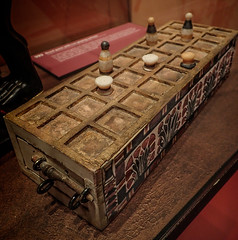 Senet game board with floral motifs found in King Tut's tomb (mharrsch) Tags: kingtut tutankhamun artifact treasure exhibit tomb egypt 18dynasty newkingdom discoveryofkingtut omsi oregonmuseumofscienceandindustry portland oregon mharrsch