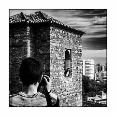 Cliché de vacances. (francis_bellin) Tags: blackanwhite espagne streetphoto chateau netb photoderue visite noiretblanc monochrome châteaudelalcazaba street andalousie rue malaga bw fevrier photographe 2019