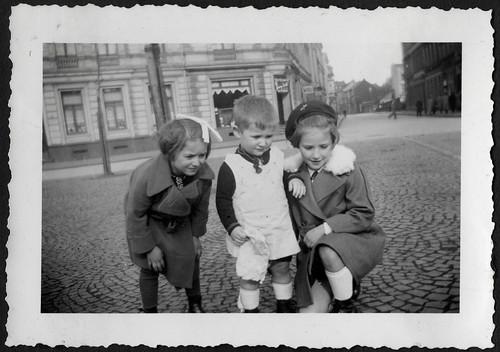 AlbumC25 Taubenfüttern, 1930-1950er