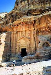 Le tombeau Renaissance (Raymonde Contensous) Tags: jordanie pétra grès roche pierre nature tombeaurenaissance nécropole tombeaux tombes falaises paysage