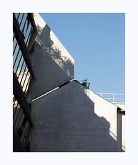 Diagonale (hélène chantemerle) Tags: extérieur bâtiments ville cité soleil ombre ciel bleu blanc outside buildings town city sun shadow sky blue white