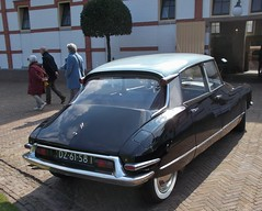 DSCN3410 (Uno100) Tags: citroen id ds 19 20 21 black orange club dag day snoek 2019 apeldoorn het loo netherlands paleis blue green grass