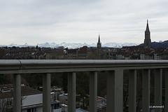Blick von der Kornhausbrücke auf Altstadt und Alpen (phototom12) Tags: stadt bern altstadt rathaus münster kirche kirchen berge alpen aussicht panorama geländer kornhausbrücke
