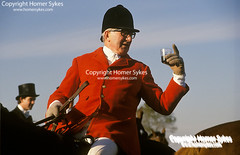 FOX HUNTING Stirrup Cup, The Meet, (Homer Sykes) Tags: master bevoirhunt leicestershire stirrupcup themeet huntingpink redcoats man britishsociety upperclass wealthy rich foxhunting hunt hunters fieldsport travelstockuk britain england uk british english horseback 1980s 80s