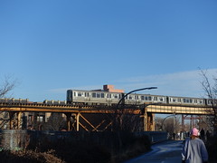 201812063 Chicago Bucktown Bloomingdale Trail and subway (taigatrommelchen) Tags: 20181250 usa il illinois chicago sky icon urban city park railway railroad mass transit elevated subway train cta