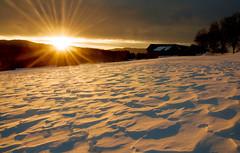Väterchen Frost und das Sonnenlicht (Mariandl48) Tags: sonnenaufgang schnee sonnenstern sonnenstrahlen sommersgut wenigzell steiermark austria