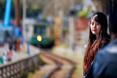 Beautiful girl at Kamakurakoukoumae Station : 鎌倉高校前駅にて (Dakiny) Tags: 2019 spring april japan kanagawa kamakura koshigoe city street railway enoden enoshimaelectricrailwayline station kamakurakoukoumae people portrait woman girl bokeh