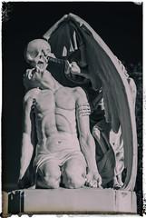 El petó de la mort (michael_hamburg69) Tags: cementeriodepoblenou barcelona cemetery friedhof sculpture skulptur elpetódelamort elbesodelamuerte derkussdestodes cementiridelpoblenou marmor marble elpoblenou 1930 josepllaudetisoler sculptor bildhauer jaumebarba todesengel skelett flügel skeleton death wings geflügeltertod winged cementery poblenoucemetery cementeriodepueblonuevo cementiridepoblenou eastcemetery cementiridelest