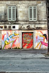 Mimil in love (Isa-belle33) Tags: architecture urban urbain city ville fujifilm wall mur windows fenêtres street streetphotography streetart door porte old ancien bordeaux