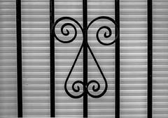 Kukuxumuxu (Walimai.photo) Tags: black white blanco negro byn bw branco preto blanc noir panasonic lx5 lumix detail detalle window ventana reja fence villabrázaro zamora caminodesantiago vía de la plata metal