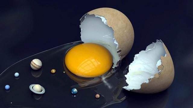 Обои яйцо, разбитый, желток, белок, скорлупа, планеты картинки на рабочий стол, фото скачать бесплатно