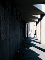 At the end of the gait (Guido Klumpe) Tags: minimal minimalism minimalistisch simple reduced kontrast contrast gegenlicht shadow schatten silhouette color farbe gebäude architecture architektur building perspektive perspective candid street streetphotographer streetphotography strase hannover hanover germany deutschland city stadt streetphotographde unposed streetshot