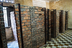 Tuol Sleng 05 (Lцdо\/іс) Tags: tuolsleng phnompenh jail khmer rouge red prison museum musée historic history genocide cambodge cambodia kambodscha asia asian asie revolution polpot lцdоіс visit explore