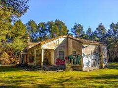 El Chalet de Doña Adela- Rivas (Carlos SGP) Tags: españa es madrid rivasvaciamadrid chalet casadecampo casa abandonado ruinas bosque movil xiaomi xiaomimia1