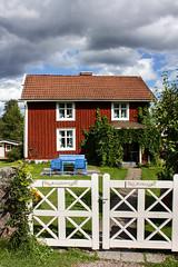 IMG_2684-1 (Andre56154) Tags: schweden sweden sverige haus house holzhaus gebäude building himmel sky wolke cloud tor gate