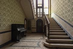 KV9A2616-HDR-1_DxO (wernkro) Tags: villacollina lostplace urbexen italien hdr krokor treppe stairs klavir piana