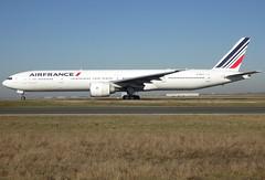 F-GSQJ, Boeing 777-328(ER), 32852 / 510, Air France, CDG/LFPG 2019-02-15, taxiway Bravo-Loop. (alaindurandpatrick) Tags: af afr airfrance airlines 32852510 fgsqj 777 773 777300 boeing boeing777 boeing777300 jetliners airliners cdg lfpg parisroissycdg airports aviationphotography