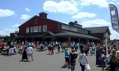 St. Jacobs Farmers' Market - exterior - crowd 1