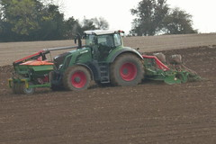 Fendt 828 Vario Tractor with an Amazone Airstar Avant Seed Drill & Power Harrow (Shane Casey CK25) Tags: fendt 828 vario tractor amazone airstar avant seed drill power harrow agco green castletownroche traktor traktori tracteur trekker trator ciągnik sow sowing set setting drilling tillage till tilling plant planting crop crops cereal cereals county cork ireland irish farm farmer farming agri agriculture contractor field ground soil dirt earth dust work working horse horsepower hp pull pulling machine machinery grow growing panasonic dcmtz35