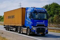 BS19357 (18.07.18, Motorvej 501, Viby J)DSC_5552_Balancer (Lav Ulv) Tags: 255869 renault t480 highedition e6 euro6 6x2 2017 lundegaardtransport blue container containerships driveranders trange tseries truck truckphoto truckspotter traffic trafik verkehr cabover street road strasse vej commercialvehicles erhvervskøretøjer danmark denmark dänemark danishhauliers danskefirmaer danskevognmænd vehicle køretøj aarhus lkw lastbil lastvogn camion vehicule coe danemark danimarca lorry autocarra danoise vrachtwagen motorway autobahn motorvej vibyj highway hiway autostrada trækker hauler zugmaschine tractorunit tractor artic articulated semi sattelzug auflieger trailer sattelschlepper vogntog oplegger sættevogn