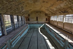 extra dry (robert.freitag) Tags: nikon nikond7200 tokina rotten abandoned lostplaces decay swimmingpool