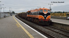 073 passes Portarlington, 27/12/18 (hurricanemk1c) Tags: railways railway train trains irish rail irishrail iarnród éireann iarnródéireann portarlington 2018 generalmotors gm emd 071 timber 073 1130waterfordballina