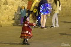 Jugando en Cusco (..Javier Parigini) Tags: peru cusco d500 nikkor nikon 105mm f28 pequeña littlegirl girl niña boy play gente people javierpariginifotografía