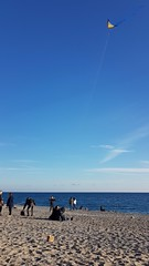 Kite (albi_tai) Tags: aquilone kite mare acqua vento cielo aria noli liguria inverno minimal spiaggia persone albitai samsung s7 figofono