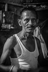 Mumbai (XXXIV) (manuela.martin) Tags: bw blackandwhite schwarzundweis streetphotography mumbai india foreignpeople people peoplephotography