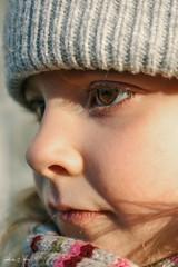 Curios (alice.nanni) Tags: browneyes kidportrait kid kidwithcap kideye kiddo babyeye baby bambina blondehair blonde brown winterclothes portrait portraitcloseup eyescloseup ritratto canon canonphotography canonphotos canoneos2000d