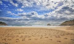 (052/19) La playa de los pasos perdidos (Pablo Arias) Tags: pabloarias photoshop ps capturendx españa photomatix nubes cielo mar agua mediterráneo playa arena bahía lacala finestrat benidorm alicante