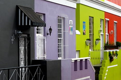 The colours of Bo-Kaap (__ PeterCH51 __) Tags: bokaap malayquarter capetown westerncape southafrica za colorful colourful houses housewalls red green lila color colour redhouse greenhouse lilahouse black blackhouse colourfulhouses peterch51