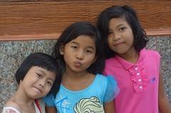pretty girls (the foreign photographer - ฝรั่งถ่) Tags: three pretty girls preteen khlong thanon portraits bangkhen bangkok thailand sony rx100