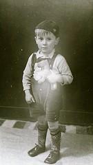 img704.jpgw (Steenvoorde Leen - 12.4 ml views) Tags: familie jan beugelsdijk lisse familiejanbeugelsdijklisse bollenstreek oldphoto oldpicture kid boy jongen